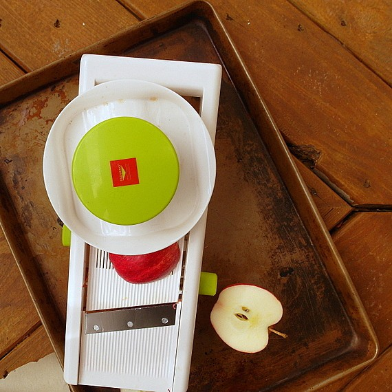 paderno mandolin and sliced apple