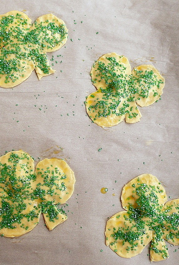 easy chocolate mint shamrock hand pies 1