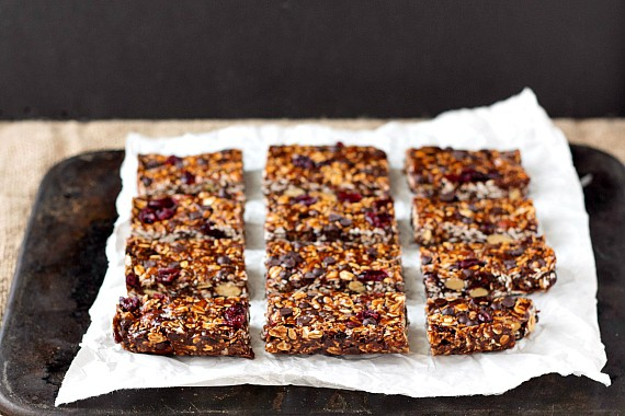 No-Bake Vegan Chocolate Chocolate Chip Granola Bars | pastrychefonline.com