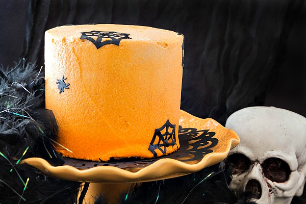 a Chocolate Creamsicle Ombre Halloween Cake-3