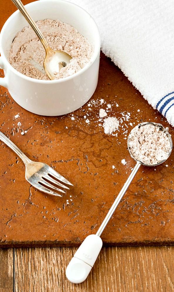 a mug of powdered sugar and cinnamon