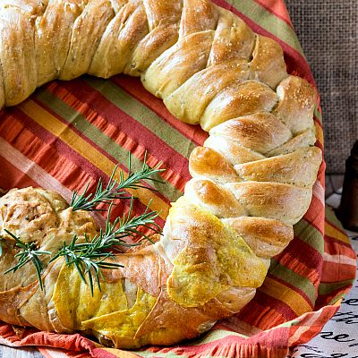 Thanksgiving Wreath Braided Bread Centerpiece | #BreadBakers