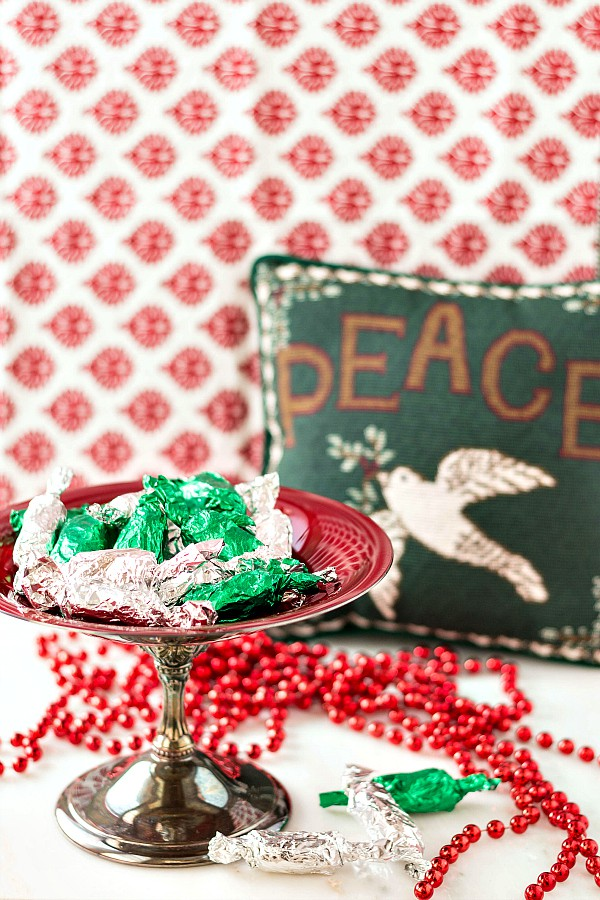 This orange cocoa coffee pulled taffy is a great, old-school chocolate candy recipe, like Tootsie Roll's sophisticated cousin. Perfect for making with your kids and for giving to those you love this Christmas. Nothing says I love you like a homemade gift! | pastrychefonline.com