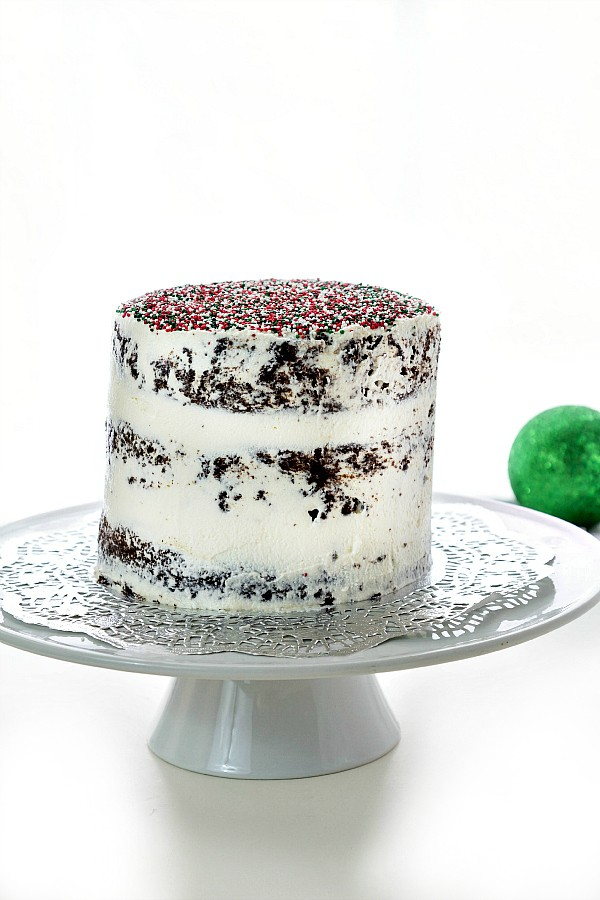 This vegan chocolate Christmas cake will be the hit of your holiday dessert recipes, whether or not you're vegan. Moist and delicious and flavored with orange, this christmas cake recipe is a keeper! Includes a downloadable/printable Christmas recipe card, too. Yay!   pastrychefonline.cm