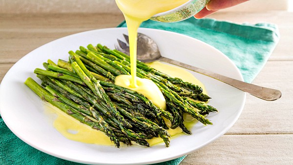 How to make Hollandaise Sauce at home, two ways. I show you how to make it by hand on the stove top and also using the blender. This is a delicious Hollandaise sauce recipe, and I know you will love it! | pastrychefonline.com