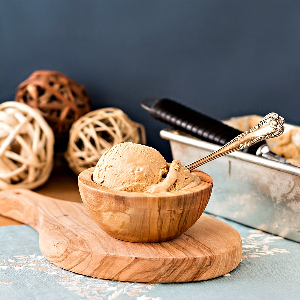 This Organic Caramel Vanilla Ice Cream Recipe is creamy, smooth and delicious. Made with homemade organic sweetened condensed milk, it also happens to be a no churn ice cream, and it contains no refined sugar. Enjoy!   pastrychefonline.com