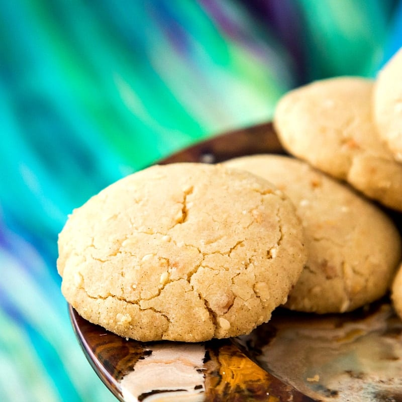 This ghoriba bahla recipe is a Moroccan shortbread flavored with toasted sesame seeds and ground, fried almonds. Not too sweet, and delightfully crumbly and sandy, this is the perfect cookie recipe paired with tea or coffee. Enjoy! | pastrychefonline.com