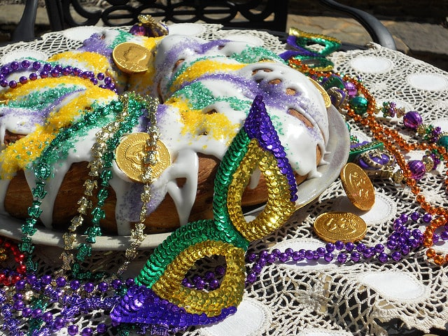 Easy Mardi Gras recipes: 2 versions of King Cake and 3 savory dishes. Enjoy! | pastrychefonline.com