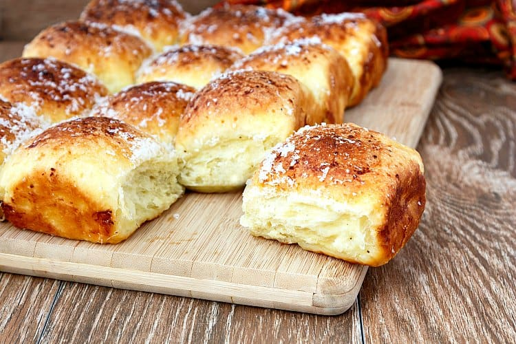 Garlic Parmesan Pull Apart Rolls are the best. Loaded with Idaho potatoes, fragrant garlic paste and rich Parmesan cheese, this recipe will become your go-to Thanksgiving rolls recipe. And you may find yourself making them just because you want perfect dinner rolls any time of year. I worked with the Idaho Potato Commission to bring you this recipe. #sponsored | pastrychefonline.com