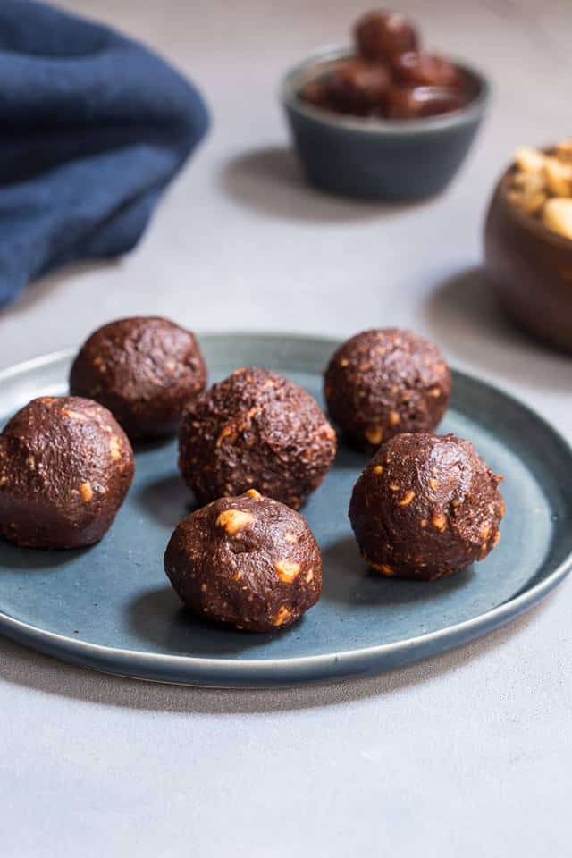 chocolate cashew energy bites