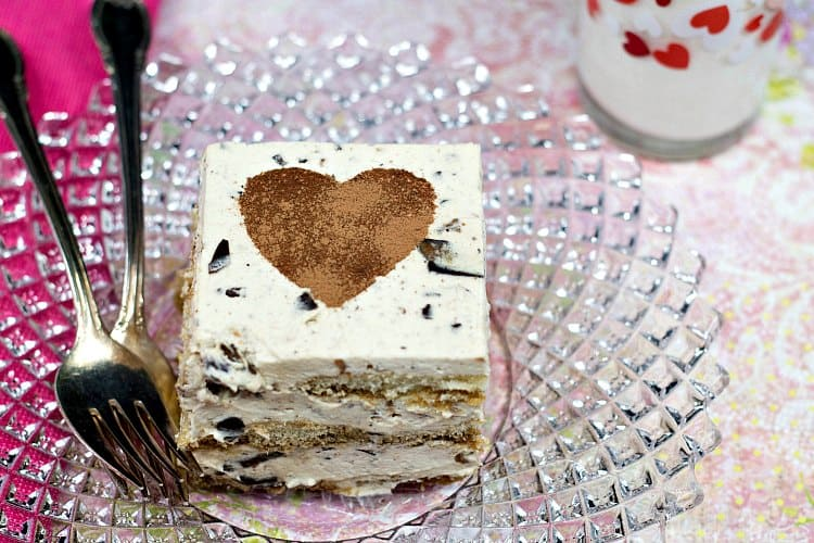 Easy Eggless Tiramisu studded with crunchy bits of Griff's Coffee Toffee, the perfect tiramisu recipe for your Valentine! #sponsored by Griff's Toffee