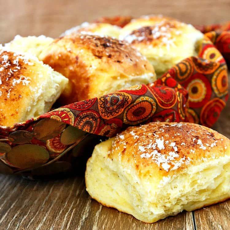 garlic parmesan pull apart rolls in a basket