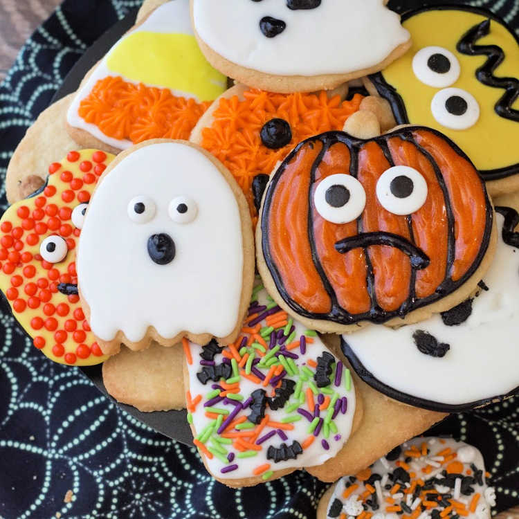decorated Halloween shortbread cookies